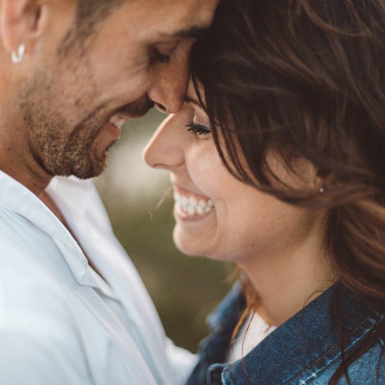 Gaeta, pre weddind, prematrimoniale, ritratto, coppia, mare, scogliera, amore, innamorati, fotografo, Frosinone, Latina, foto naturali, spontanee, foto spontanea,