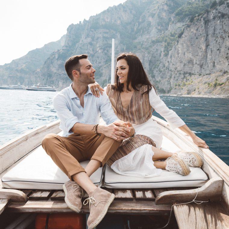 Positano, amalfi coast, engagement, italian photographer, fotografo italiano, fotografo frosinone, fotografo latina, pre wedding, ritratto di coppia, sorrisi, foto naturali, natural poses, salerno, boat photography, barca, love portrait