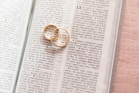 matrimonio, testimoni di Geova, JW, fotografo di matrimonio, wedding, abito da sposa, Latina, Minturno, foto naturali, foto spontanea, emozioni, anelli, bibbia