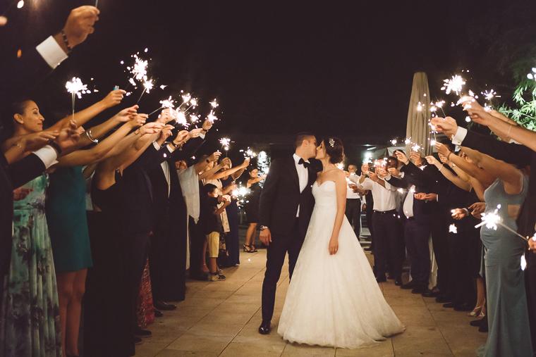 matrimonio, fotografo di matrimonio, wedding, abito da sposa, Frosinone, foto naturali, foto spontanea, emozioni, Villa Ecetra, ricevimento, villa per matrimoni, divertimento, festeggiamenti, stelline luminose, Sparklers, bacio