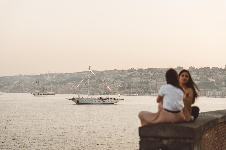 Napoli, engagement, prewedding, prematrimoniale, futuri sposi, matrimonio, tramonto, foto naturali, foto spontanee, spontanea, sorrisi, amore, sguardi, fotografo matrimonio, anfm, frosinone, latina, lungomare mergellina
