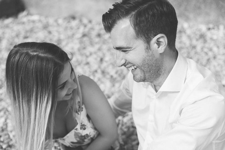 engagement, sirmione, lago di garda, brescia, amore, foto naturali, ritratto di coppia, sorrisi, prewedding, prematrimoniale, italia, Fotografo Brescia, fotografo matrimonio, fotografo matrimonio frosinone roma latina
