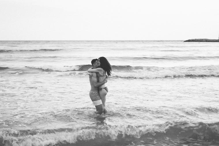 engagement, pre-wedding, prewedding, prematrimoniale, Sperlonga, ritratto, ritratto di coppia, fotografo matrimonio latina frosinone, latina, sorrisi, foto naturale, innamorati, spiaggia
